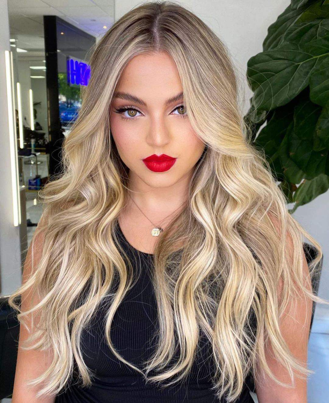 40+ Awesome Hairstyles For Girls With Long Hair images 5